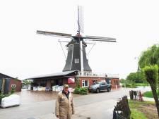 Johan Assink praat graag over zijn molen: 'Het is een ouderwetse, imposante machine'