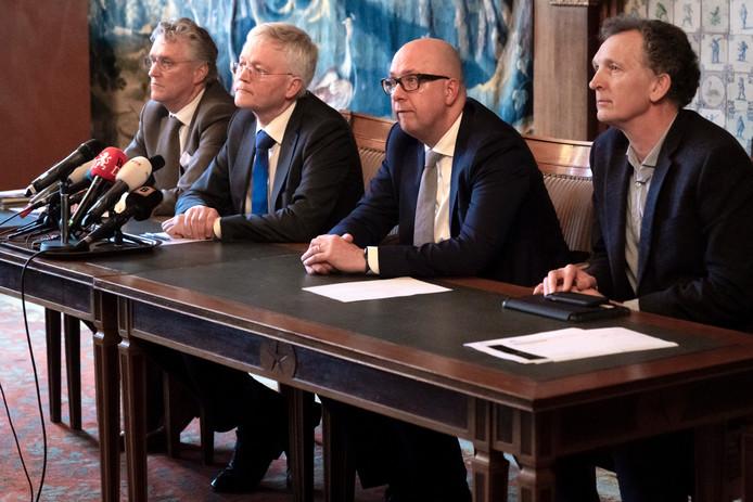 Mikkers, samen met de burgemeesters John Joritsma van Eindhoven en Theo Weterings van Tilburg.