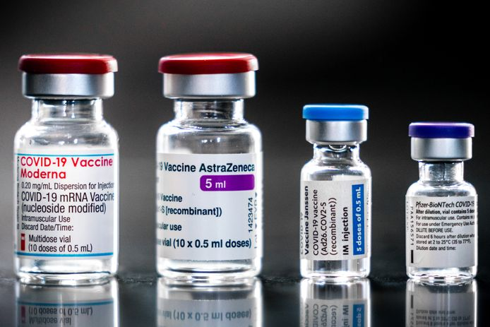 De coronavaccins van Moderna, AstraZeneca, Janssen en Pfizer/BionTech. Deze vaccins zijn opgenomen in het vaccinatieprogramma van de overheid in strijd tegen het coronavirus.