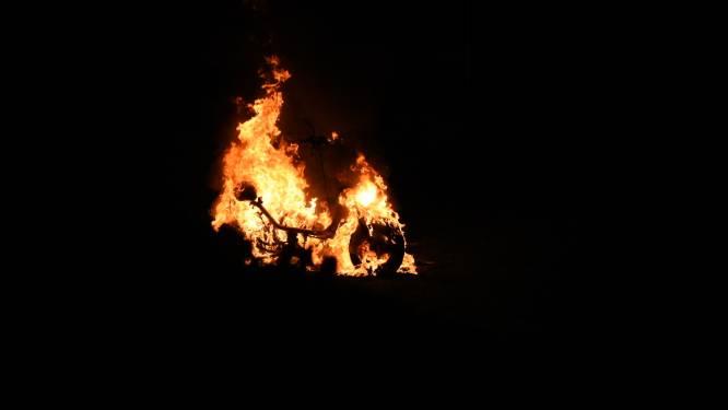 Scooter brandt volledig uit in speeltuintje in Almelo