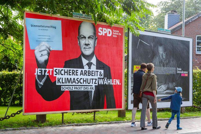 Olaf Scholz van de SPD roept kiezers op voor werkzekerheid en klimaat te stemmen. Hij versloeg Armin Laschet, die goed bekend is met Twente, van de CDU/CSU met nipt verschil.