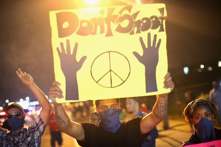 Sinds de dood van Brown vinden in Ferguson rellen plaats tussen boze inwoners en de politie. Beeld belga