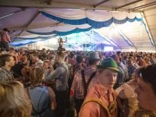 Oktoberfest Geerdijk trekt drommen feestvierders met flinke dorst: biervoorraad 's avonds aangevuld met 10.000 liter