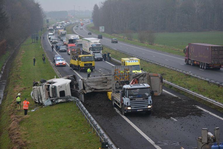 Door het ongeval ontstond er een ellenlange file.