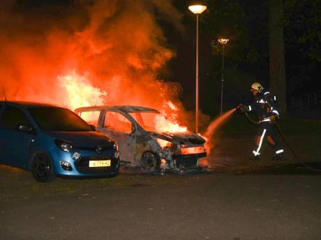 OM: Vijf verdachten in beeld voor stichten Goudse autobranden, twee van hen gebruikten steeds wasbenzine