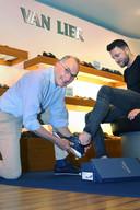 Hans Smeele verkocht vroeger schoenen van allerlei merken. Nu heeft hij alleen nog Van Lier.