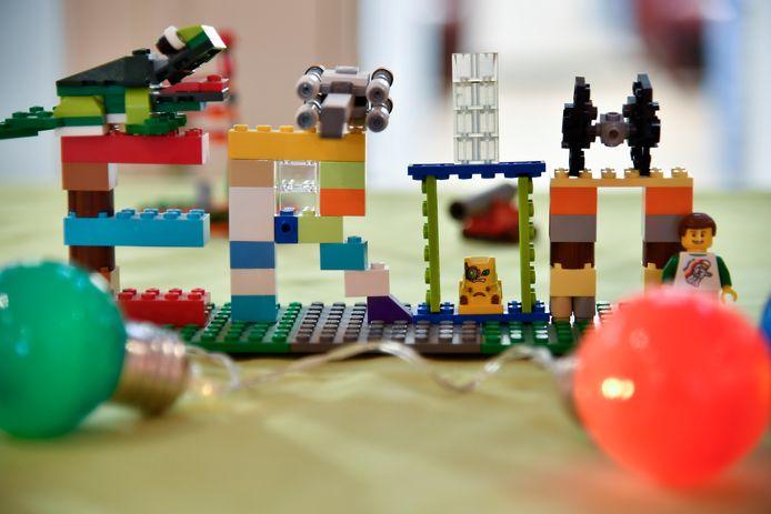 Eron heeft één grote passie: zelf creaties maken met Lego.