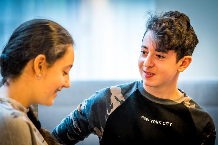 Howick en Lili, de Armeense kinderen die na tien jaar Nederland uitgezet dreigden te worden Beeld anp