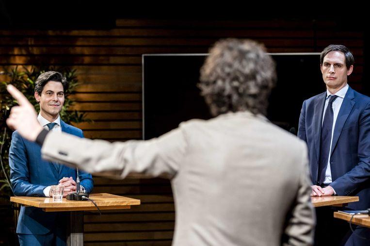 Rob Jetten (D66) en Wopke Hoekstra (CDA) kijken naar Jesse Klaver (GroenLinks) tijdens het COC's Regenboog verkiezingsdebat. Lijsttrekkers gingen in aanloop naar de Tweede Kamerverkiezingen met elkaar in gesprek over onder meer vraagstukken over LHBTI's, transgender personen en meerouderschap. Beeld ANP