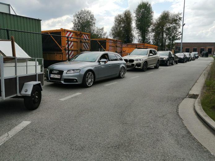 Aan het recyclagepark Maisstraat was het tot anderhalf uur aanschuiven