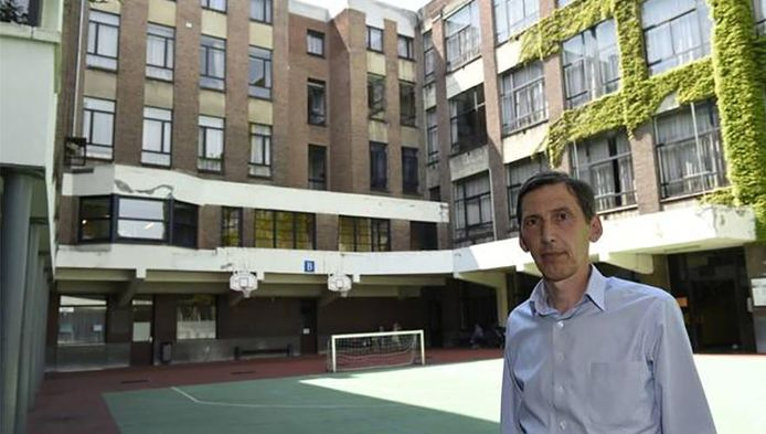 Johan Wagemans, algemeen directeur van het Sint-Lievenscollege. (archieffoto) De school is gevestigd op twee campussen, een aan de Kasteelpleinstraat, een tweede aan de Amerikalei.