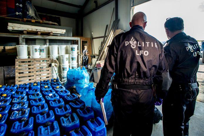 Politie tijdens de ontmanteling van een drugslab in Maastricht.