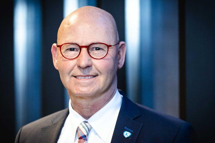2020-12-16 16:24:31 ZWOLLE - Portret van Bort Koelewijn, de burgemeester van Kampen. Koelewijn verbood een aanbiddingsbijeenkomst van LaatOnsAanbidden, omdat het te druk zou worden op de beoogde locatie. ANP SEM VAN DER WAL