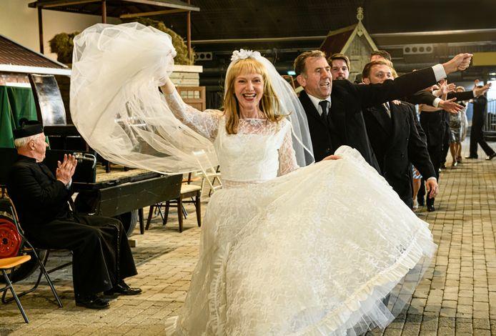 """De uitvoering van Hanna van Hendrik in 2019, met hoofdrolspeelster Johanna ter Steege. """"We richten ons op betere tijden"""", aldus Ter Steege."""