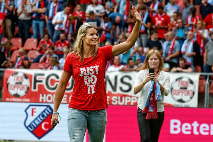 Dafne Schippers wordt gehuldigd in Stadion Galgenwaard voor FC Utrecht - Zenit.