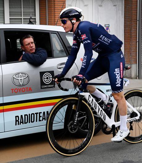 Incidenten in Ronde van Vlaanderen: ploegmaat Van der Poel uit koers gezet
