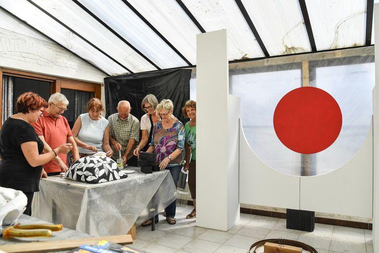 In pastorij Durmen brengen de kunstenaars hommage aan schilder André Bogaert.