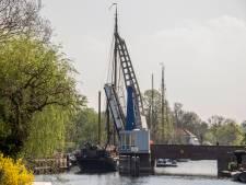 Eric-Jan is de redder in nood nadat tweemasters Vreelandbrug rammen