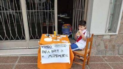 Jongetje (6) verkoopt zijn speelgoed om aan ticket voor SuperClásico River Plate - Boca Juniors te geraken