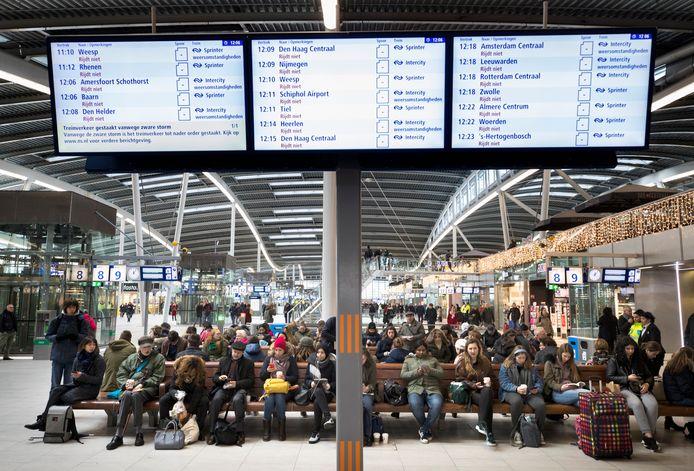 Prorail en de NS merken dat het steeds drukker wordt op Utrecht Centraal.