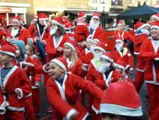 Santa's in allerlei soorten en maten rennen in Breukelen