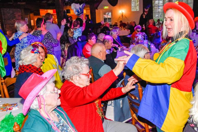 Carnaval voor ouderen en mensen met beperking, georganiseerd door de Haaksbergse Keiensleppers.