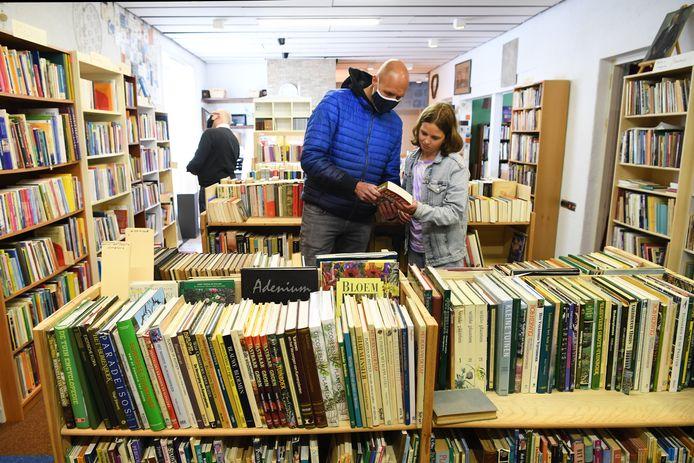 Emmaus opent de nieuwe boekenafdeling met daarin de 'erfenis' van 't Ezelsoor.