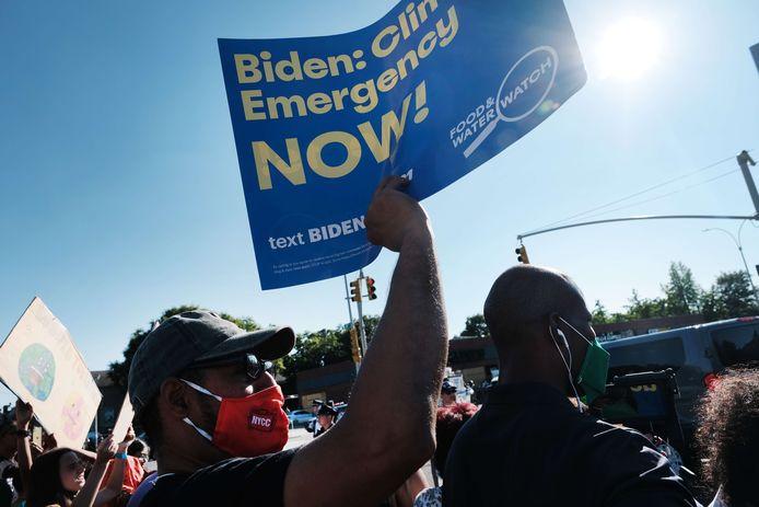 Inwoners van de wijk Queens wachtten Joe Biden op.