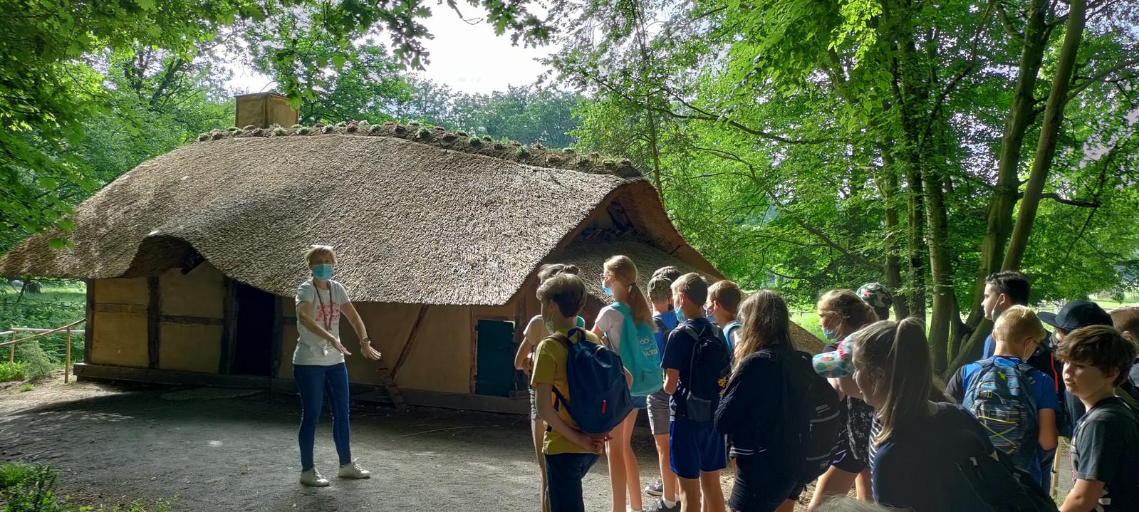 De leerlingen op bezoek in Bokrijk.