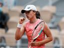 Titelverdedigster Swiatek naar vierde ronde op Roland Garros