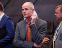 Minister Stef Blok van Buitenlandse Zaken wil een noodwet invoeren die in werking treedt bij een harde brexit. Volgens critici geeft de wet ministers een vrijbrief om op eigen houtje besluiten te nemen.