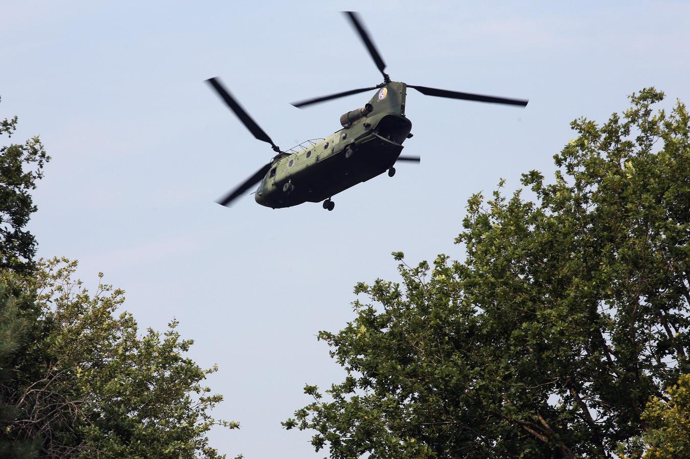 Een Chinookhelikopter zoals die regelmatig vliegt vanaf Gilze-Rijen. Door de dubbele rotor ervaart de omgeving regelmatig geluidsoverlast.