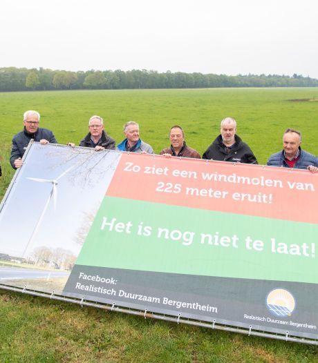Wethouder Hardenberg probeert tegenstanders voor turbines te winnen: 'Niet alleen lasten, ook lusten'