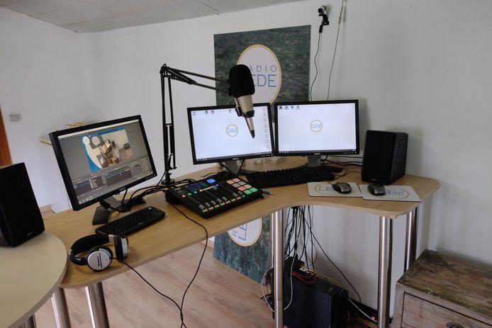 De nieuwe studio van Radio Lede is te vinden boven café 't Kaatsplein.