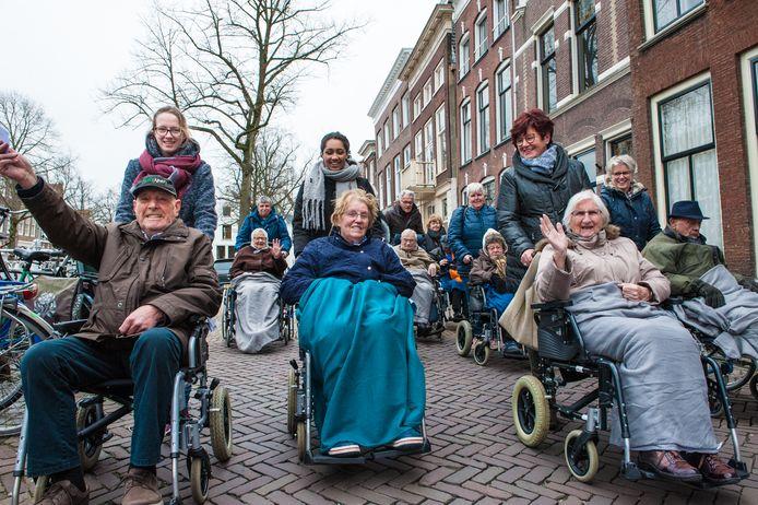 Vrijwilligers in Amersfoort kunnen niet langer reken op een financiele bijdrage van de gemeente zoals voor het verzorgen van een uitje voor ouderen.