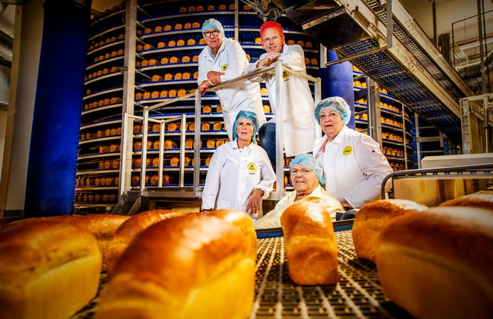 De bakkerij wordt al honderd jaar gerund door de familie Visser, van generatie op generatie.