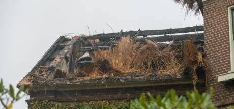 Belandde een vuurpijl per ongeluk op het dak van de uitgebrande villa in Voorst? 'Meld jezelf dan'