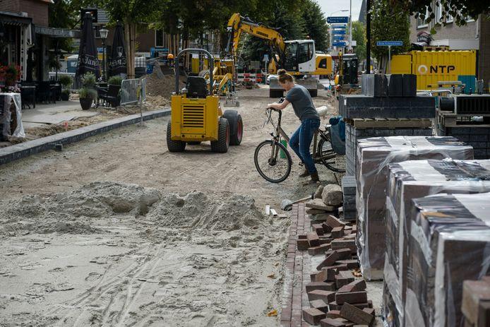 Door de herinrichting komen er veel minder parkeerplaatsen aan de Enterse Dorpsstraat.