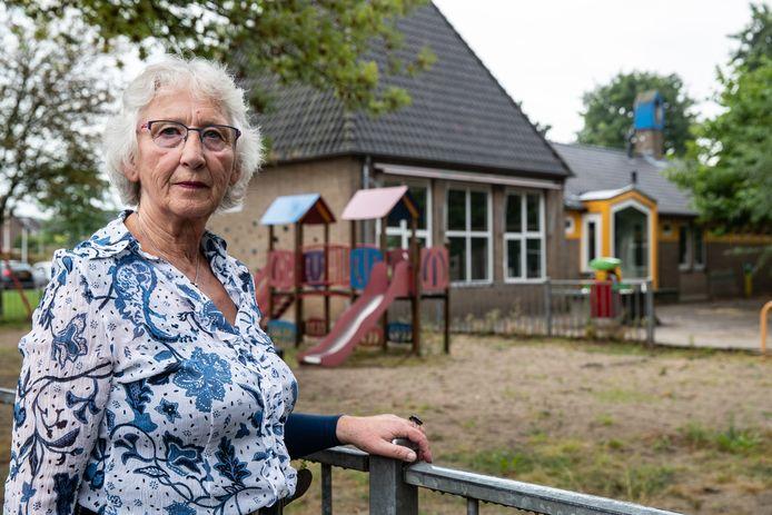 """Ina Duursema, voorzitter van de Stichting Huurdersbelangen Salland voor De Tellegen: """"Wij denken dat dit een zeer geschikte locatie is voor huurwoningen. Als je daar vooral bouwt voor senioren en lage middeninkomens, breng je de doorstroming op gang."""""""