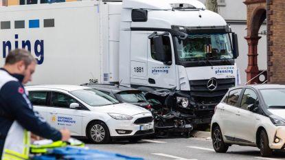 Syriër ramt met gestolen vrachtwagen verschillende wagens in Duitsland: negen gewonden