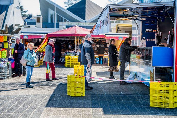 Wachtrij voor een marktkraam, foto ter illustratie.