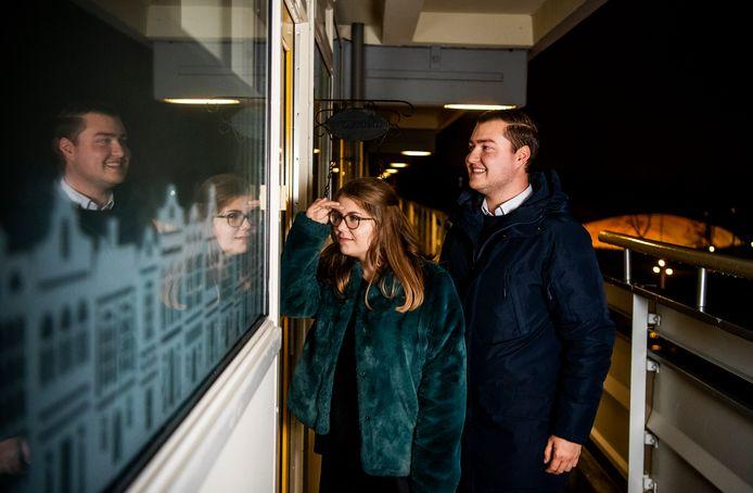 Zalkerbos een foto van Robin van Schijndel en zijn vriendin Eline - ze zijn staters op de woningmarkt en hebben deze flat in Zoetermeer gekocht. Foto: Frank de Roo