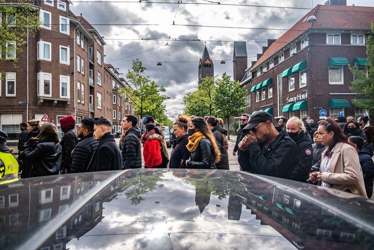 Honderden mensen liepen in mei mee in een stille tocht in De Pijp voor de slachtoffers van de steekpartij. Beeld Hollandse Hoogte / Joris van Gennip