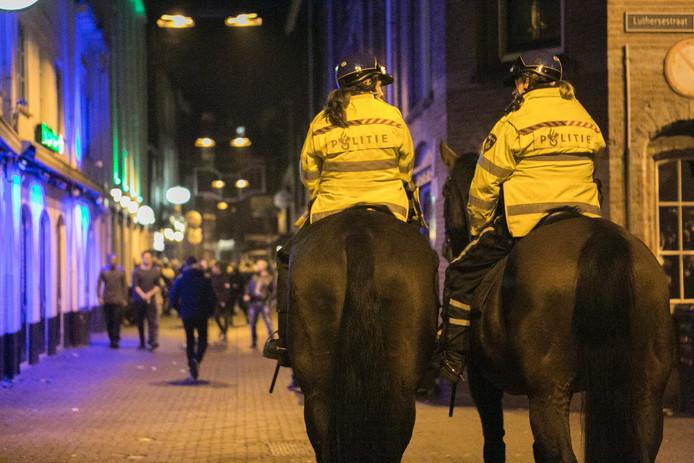 Agenten kwamen te paard ter plaatse.