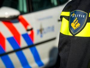Auto wordt geraakt door onbekend voorwerp op A67 bij knooppunt Leenderheide, bestuurster komt met de schrik vrij