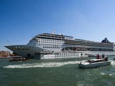 Les images incroyables d'un bateau de croisière hors de contrôle à Venise