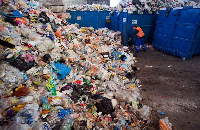 Een enorme berg ingezameld plastic. ANP XTRA LEX VAN LIESHOUT - Foto ter illustratie.