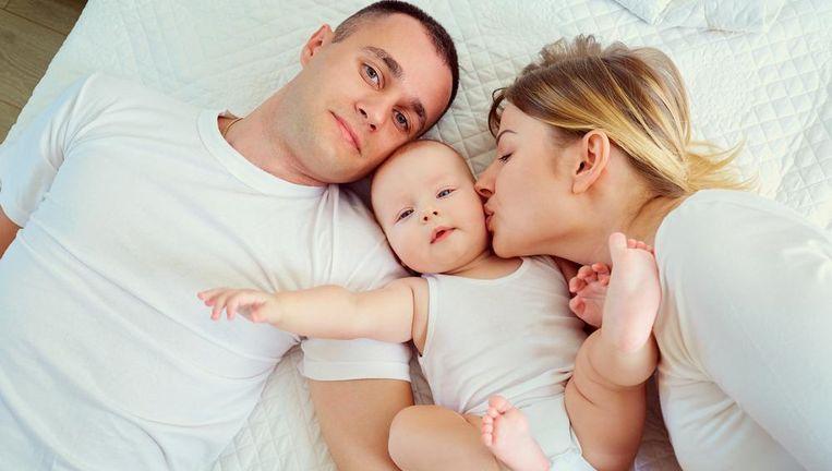 Een verse spruit in de familie? Ook het ziekenfonds heeft cadeautjes liggen. Beeld Shutterstock