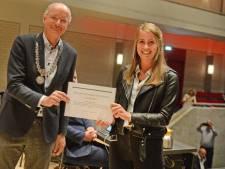 Myrthe (19) uit Enschede overhandigt petitie tegen seksuele intimidatie: 'Politiek is nu aan zet'