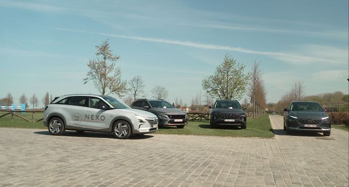 Twee Hyundai Nexo's namen ht dit wekend tegen elkaar op in Drive.